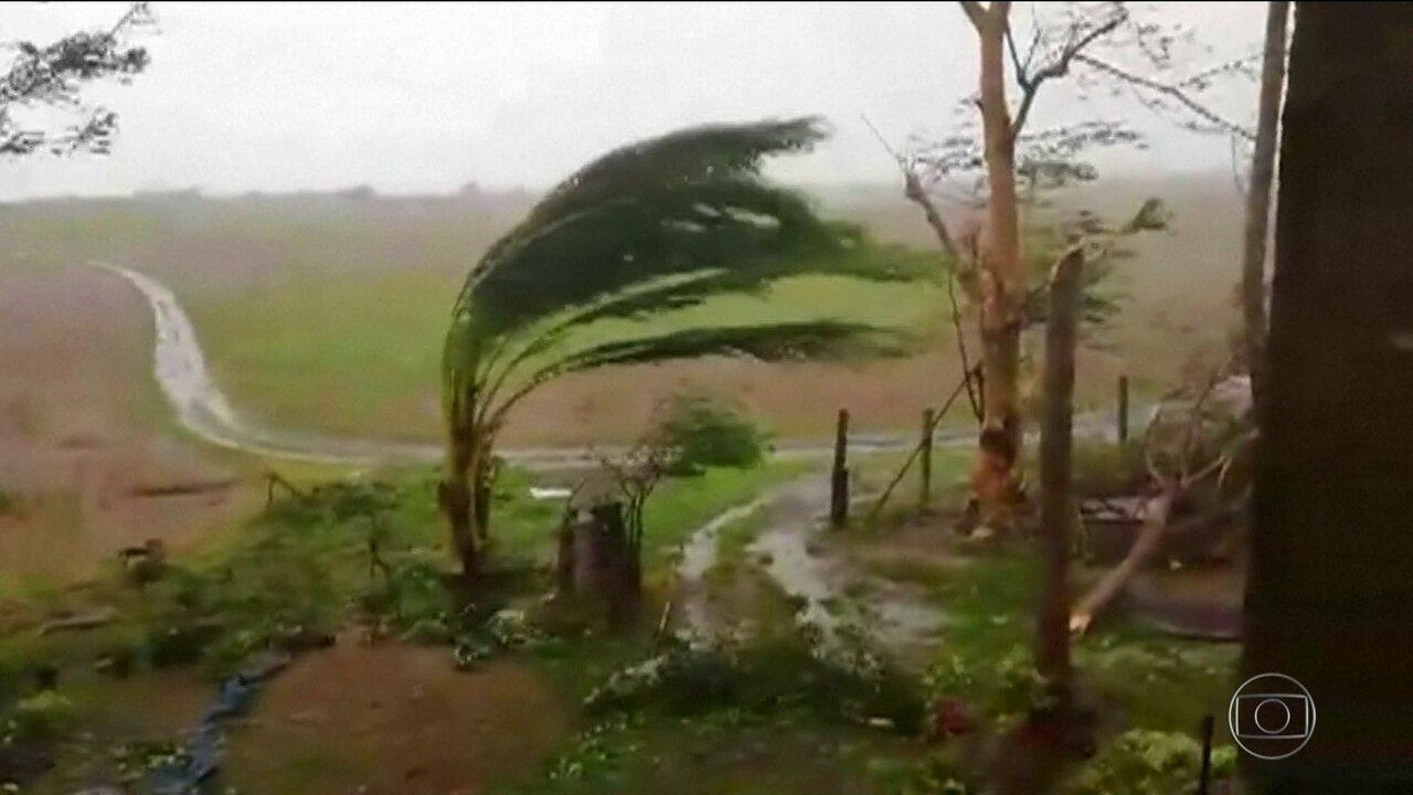 Tufão com ventos de mais de 200 quilômetros por hora chega hoje às Filipinas