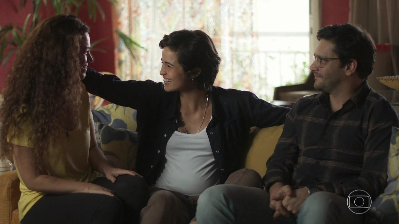 Selma e Ionan aceitam relacionamento a três com Maura