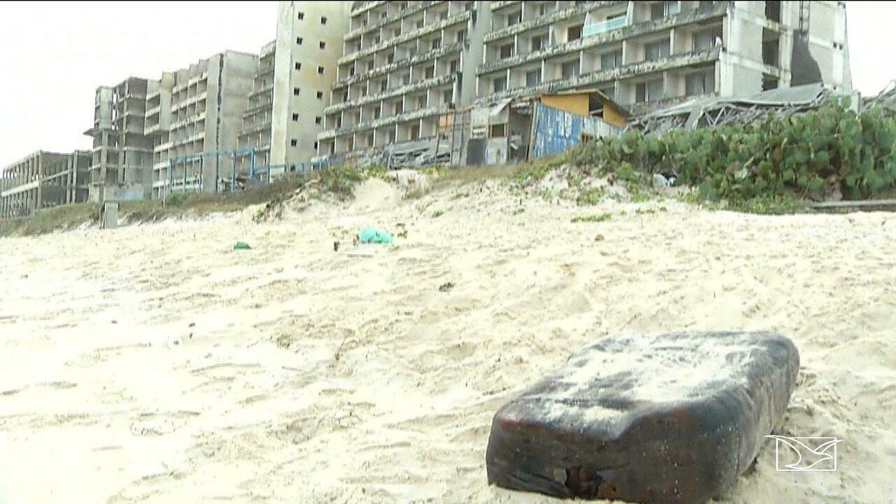 Jovens descobrem pacotes misteriosos em praias de São Luís