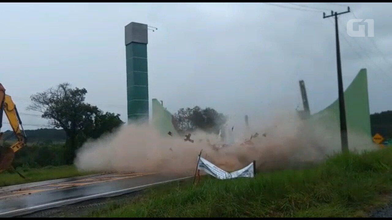Portal de Imbituva é demolido depois de decisão judicial; VÍDEO