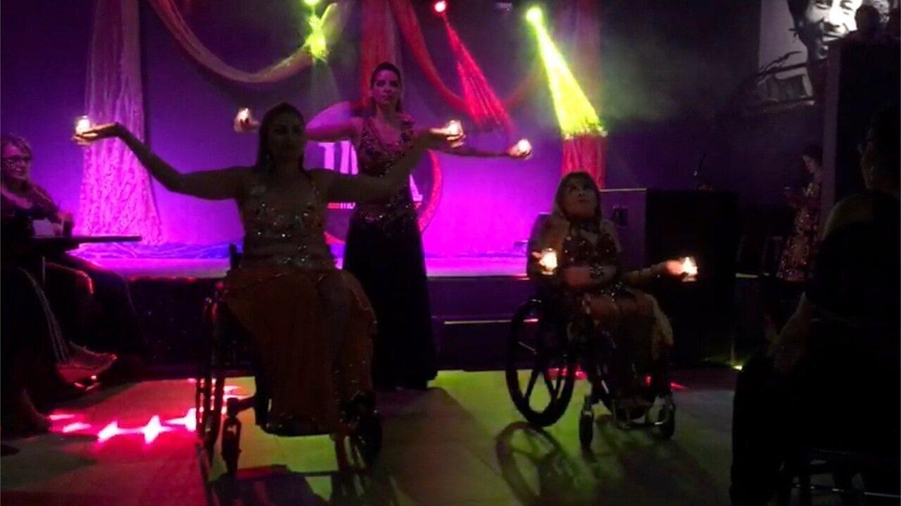 Resultado de imagem para Cadeirantes que fazem dança do ventre ensaiam em casa e mostram a alegria de praticar