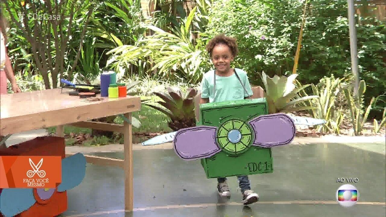 Aprenda a fazer um avião de brinquedo usando caixa de papelão