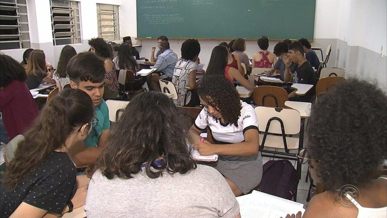 Projetos ajudam adolescentes a se prepararem para o Enem em Jundiaí e Itatiba