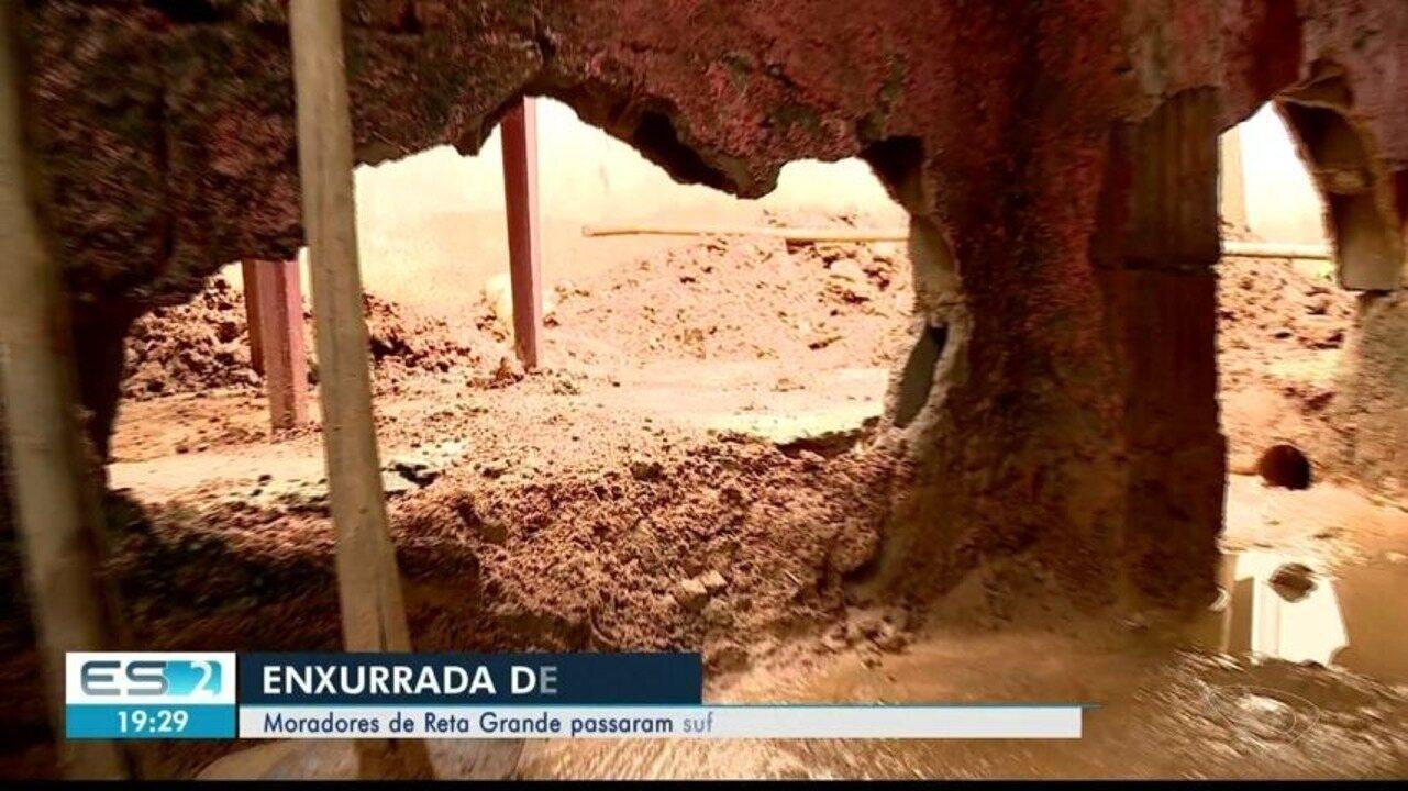 Enxurrada de lama danifica cinco casas no interior de Colatina, ES