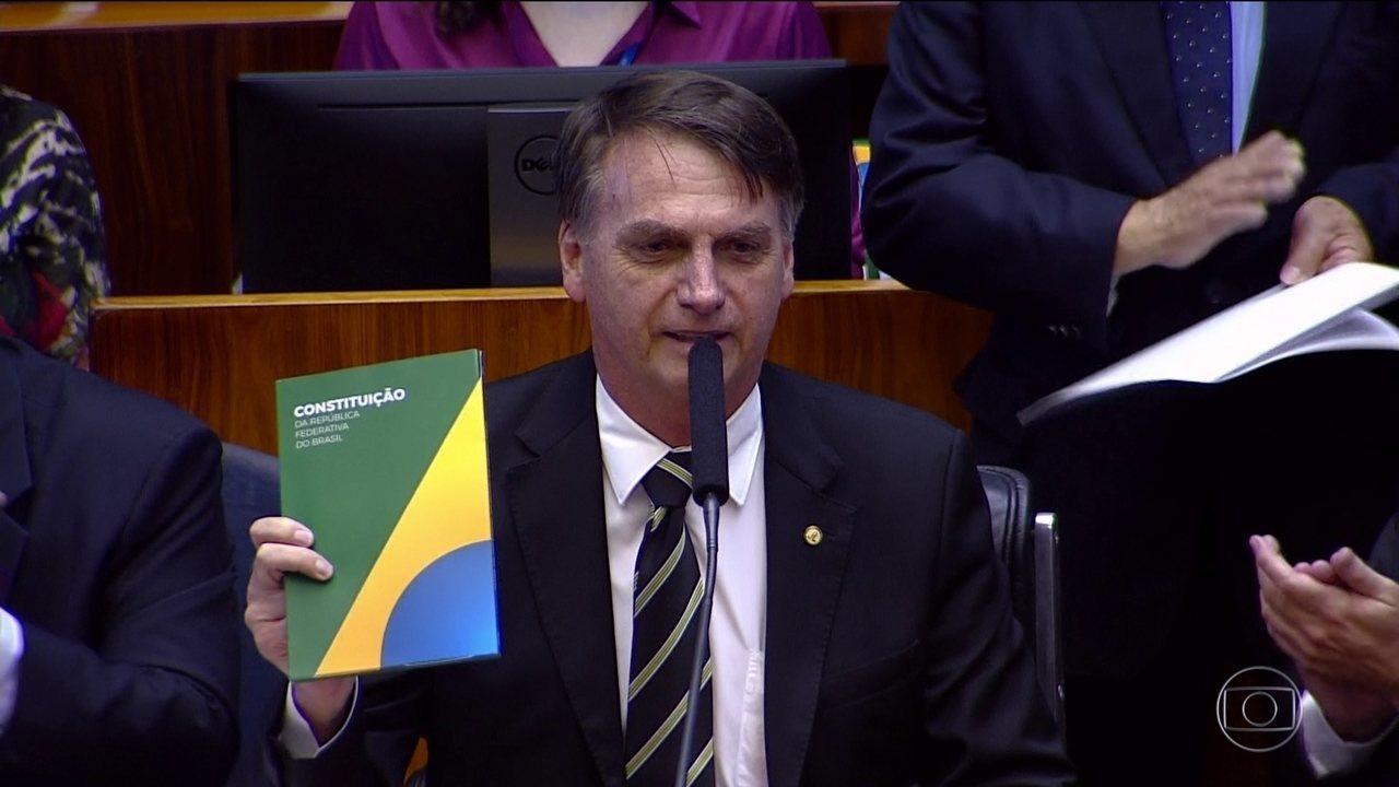 Bolsonaro diz, no Congresso, que a Constituição é o único norte da democracia