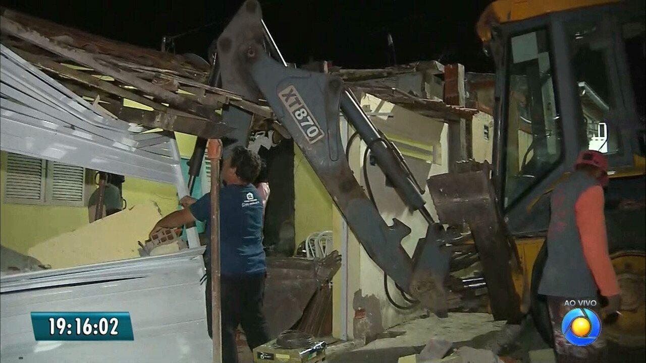 Trator invade casa em João Pessoa
