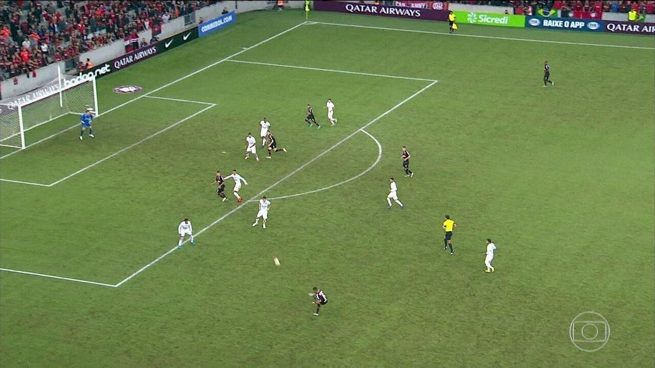 Atlético-PR sai na frente no primeiro jogo das semifinais da Sul-Americana