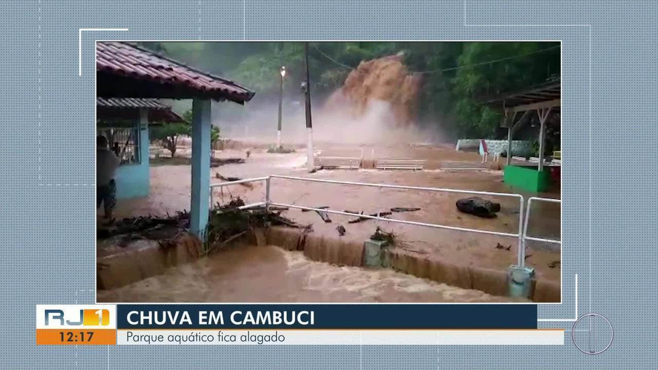 A cachoeira de Cambuci transbordou e alagou a área no entorno