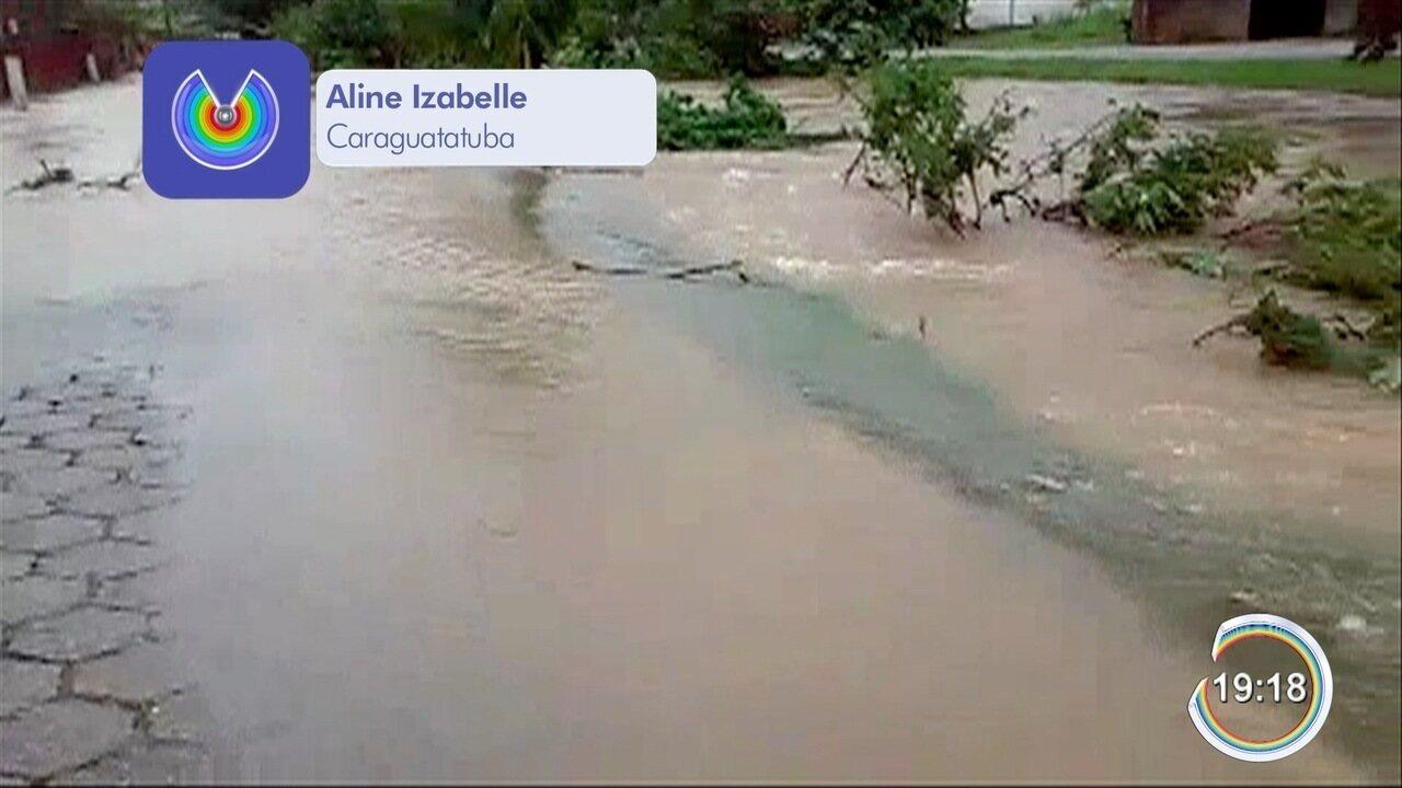 Moradores enfrentam transtornos causados pelas chuvas em Caraguatatuba