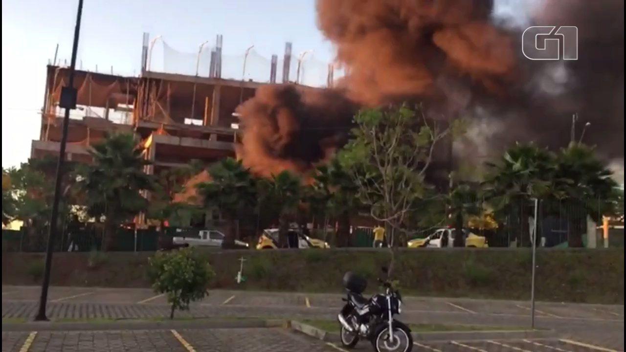 Incêndio atinge centro médico em construção em Londrina pelo segundo dia consecutivo