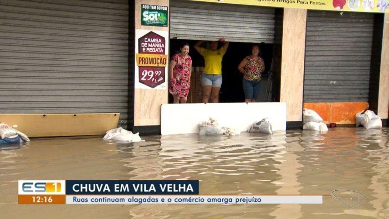 Ruas de Vila Velha continuam alagadas e o comércio tem prejuízo