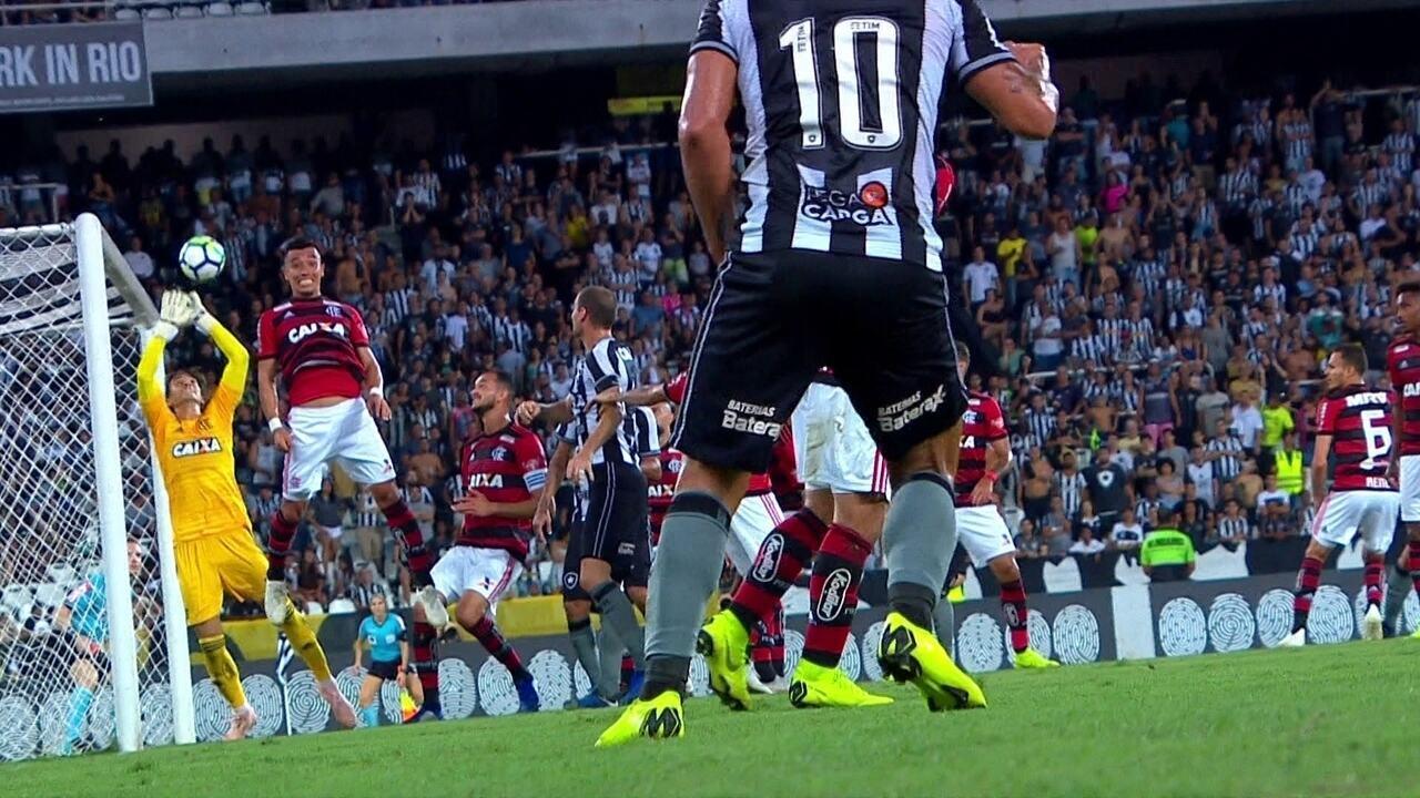 Gol do Botafogo! Leo Valencia cobra falta direto e surpreende César, aos 28' do 1ºT
