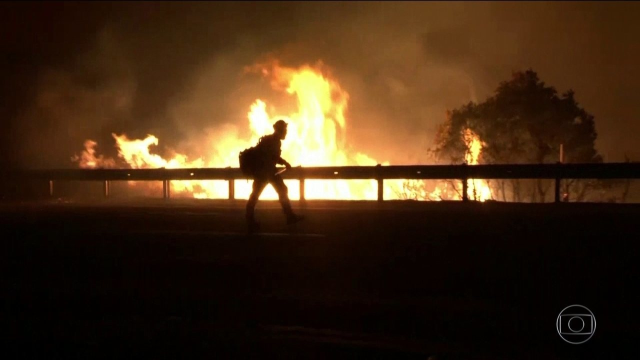 Incêndios matam 9 pessoas e deixam mais de 30 desaparecidos na Califórnia