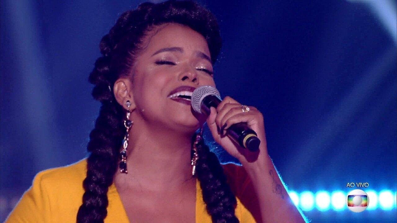 Jeniffer Nascimento canta 'Olha o Que o Amor Me Faz/ All By Myself'