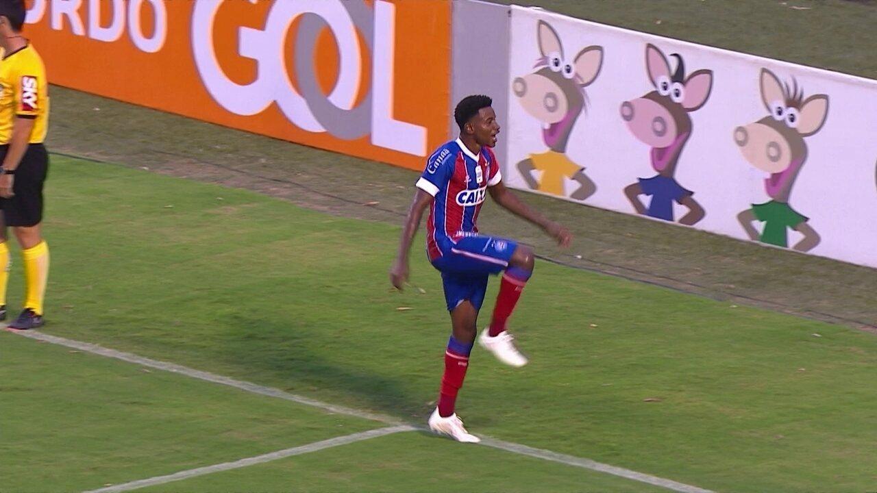 37ad20a9a611a Gol do Bahia! Ronaldo erra na saída do gol e Ramires empata novamente aos 25