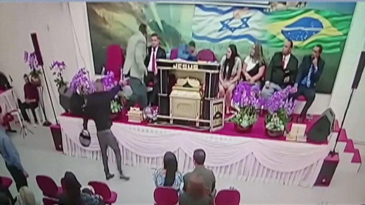 Resultado de imagem para Igreja transmite em rede social momento em que pastor é baleado em culto em Mogi; assista