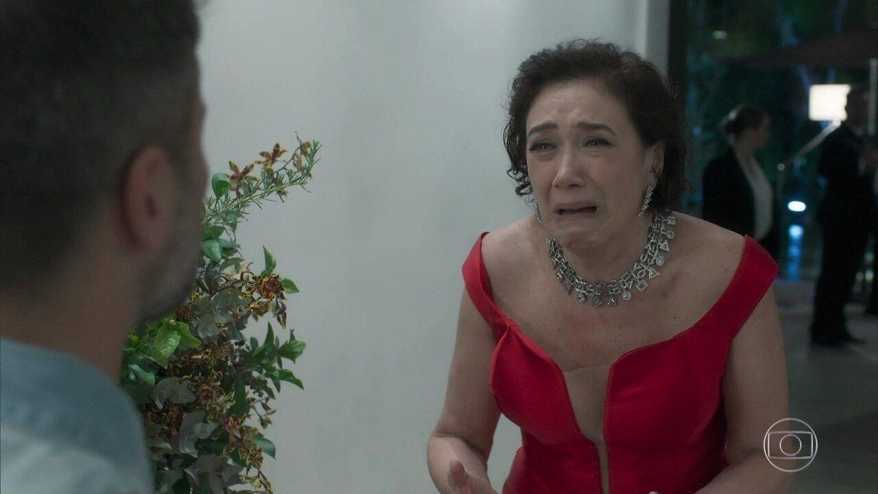 Gabriel desiste de casamento com Laura e Valentina se descontrola
