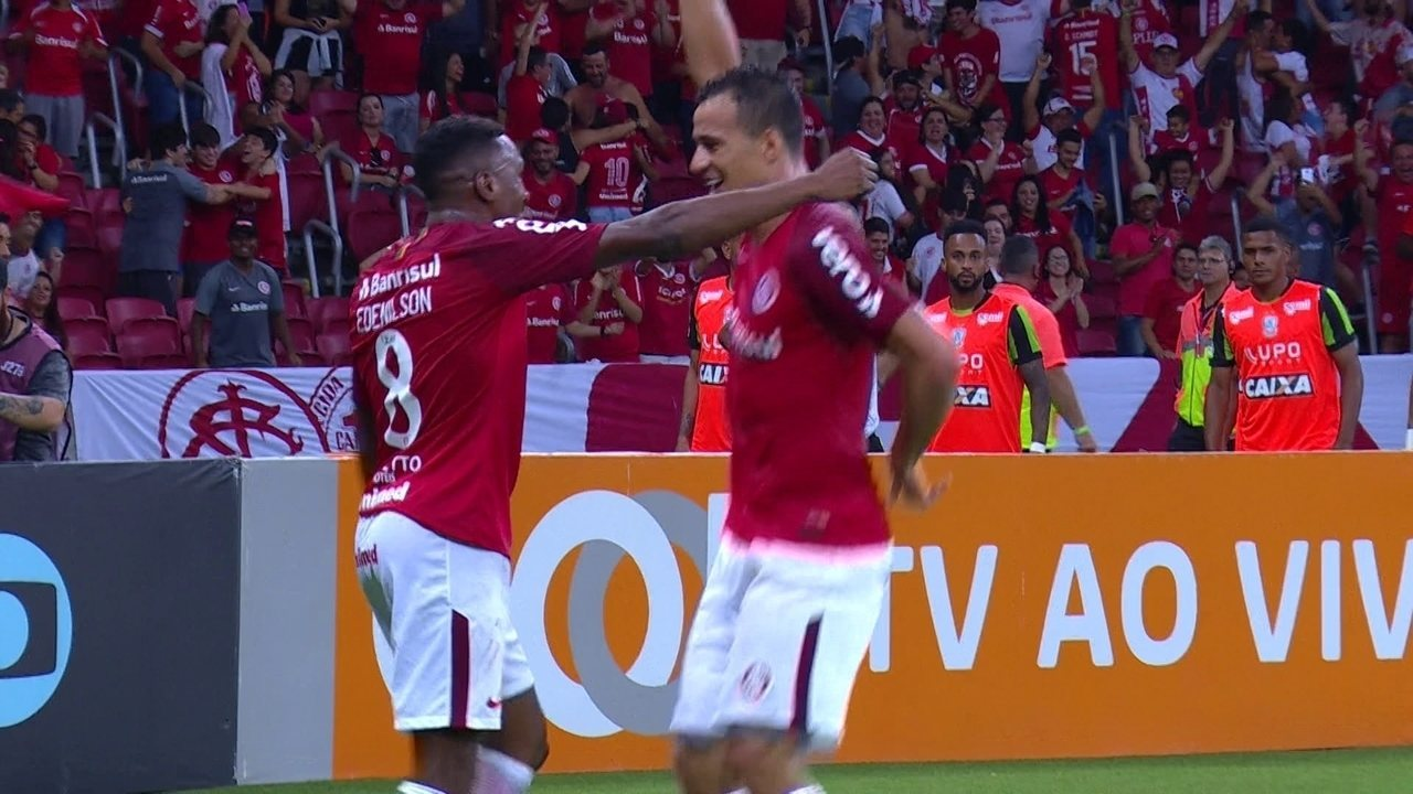 Gol do Internacional! Damião deixa Edenílson na cara do gol para marcar, aos 45' do 1ºT