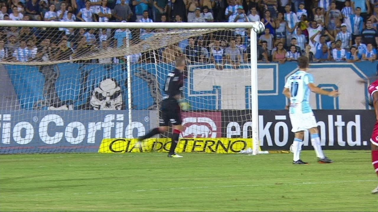 Chutaço de Germano foi a maior chance de perigo do Londrina no 1º tempo
