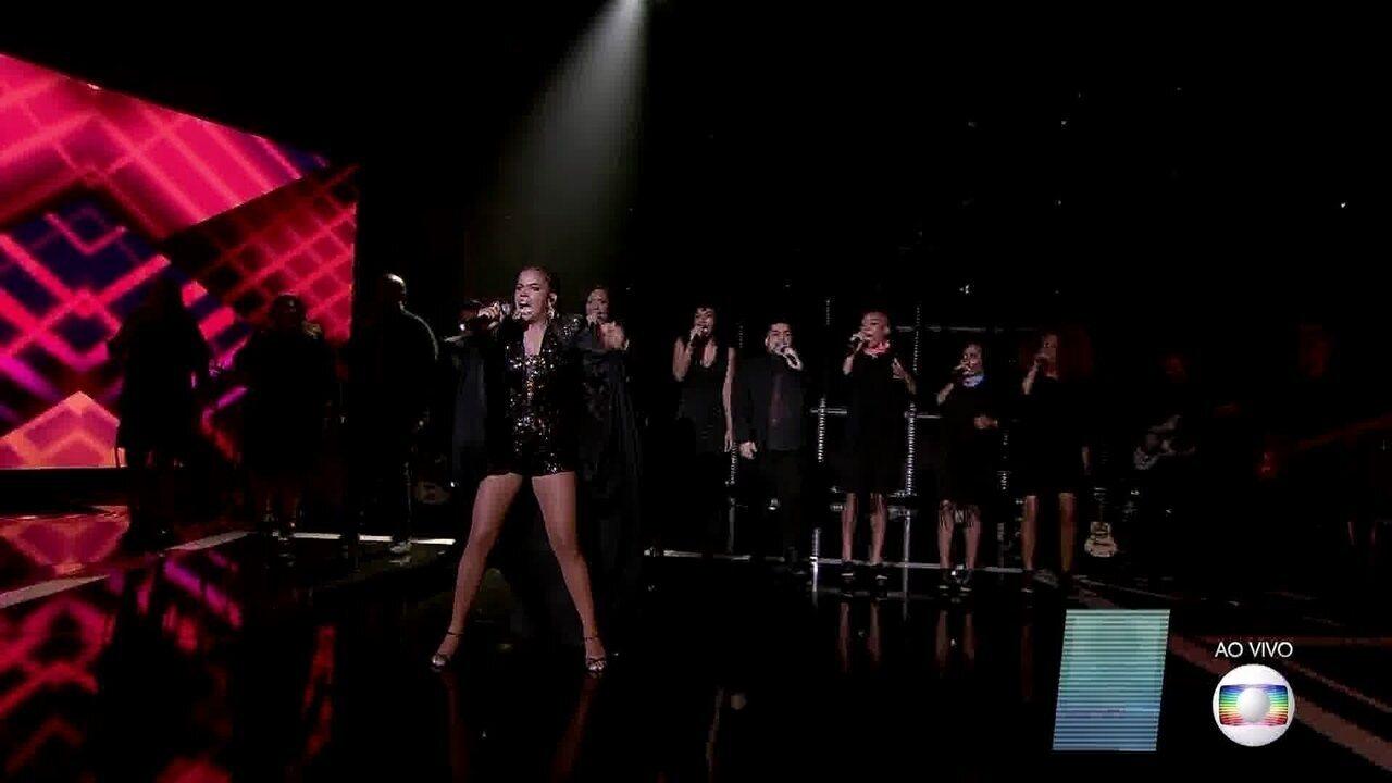 Jeniffer Nascimento canta 'Survivor'