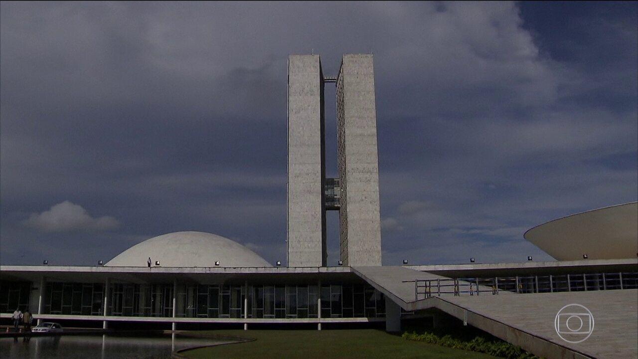 Projeto no Senado reduziria período que condenados na Ficha Limpa ficam inelegíveis
