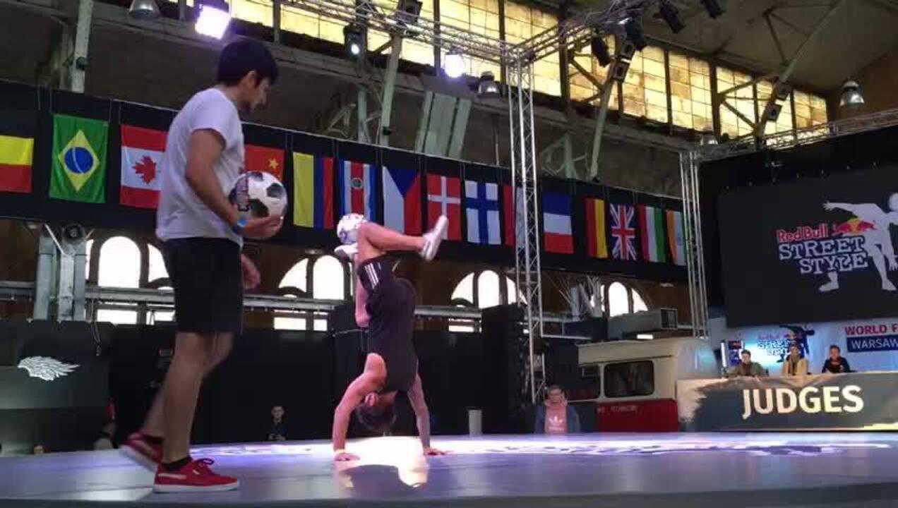 28b10f187 Veja manobras de Ricardo Chahini (de preto) no primeiro dia de competições  na Polônia