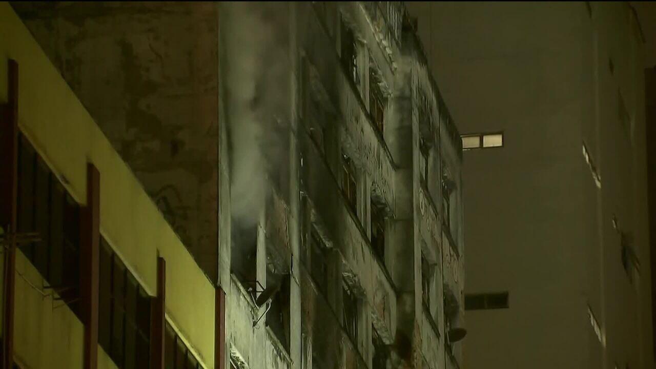 Incêndio atinge prédio ocupado no Centro de São Paulo