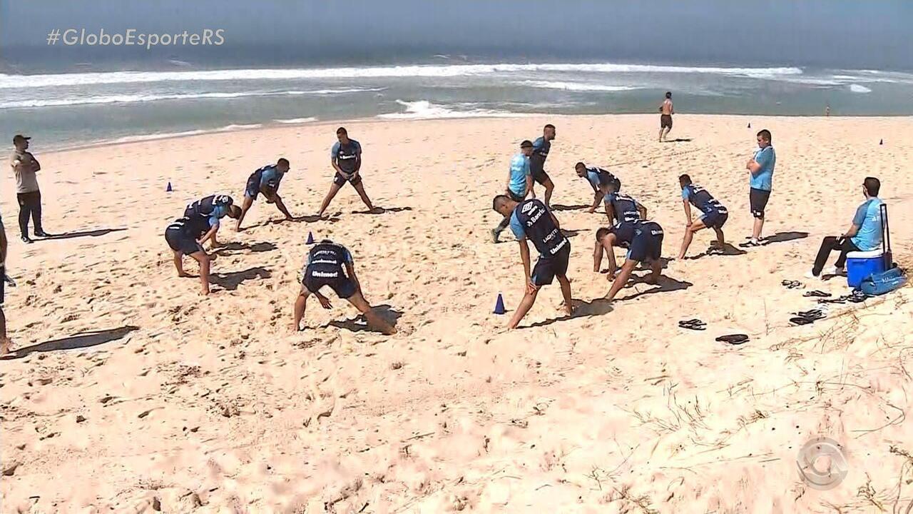 Grêmio treina na beira da praia do Rio de Janeiro