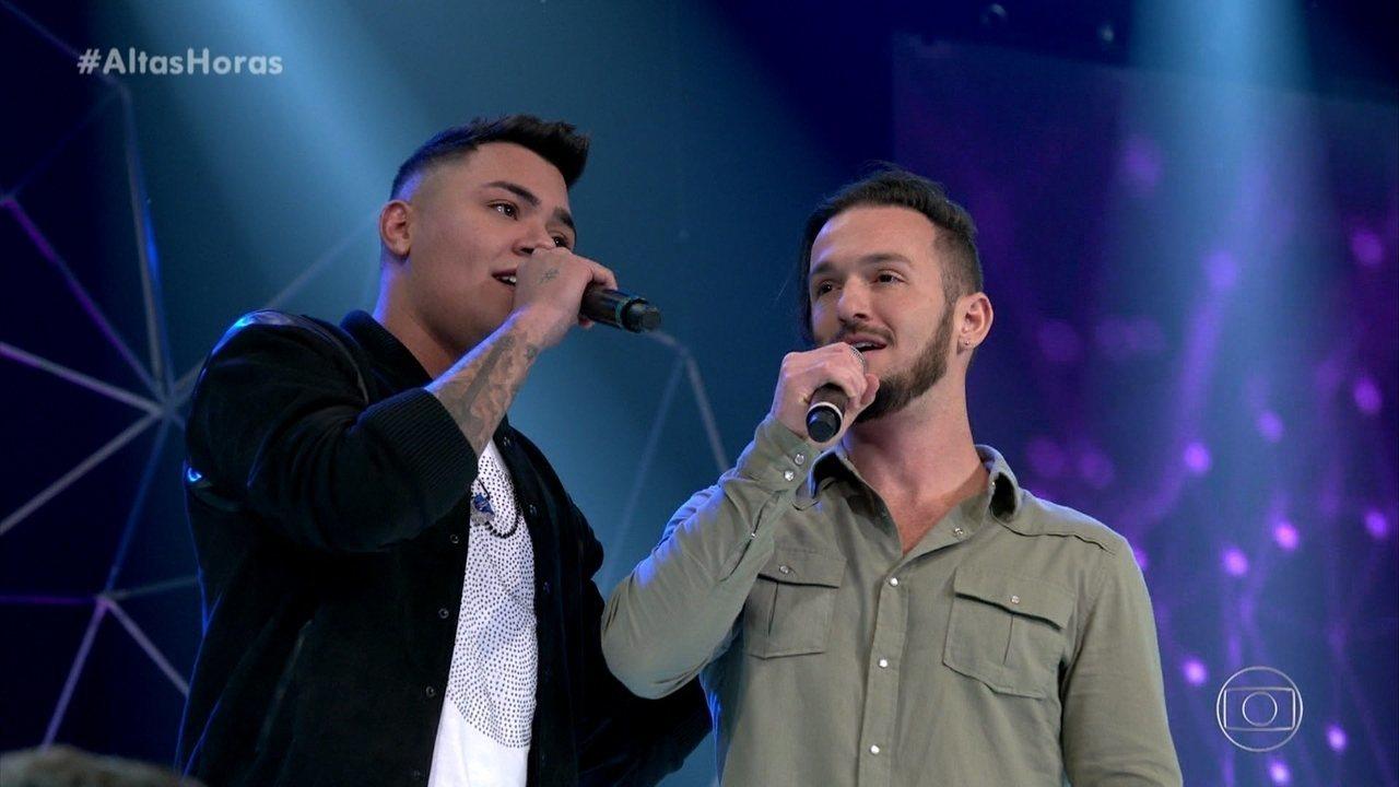 Diego Hypólito canta 'Domingo de Manhã' com Felipe Araújo