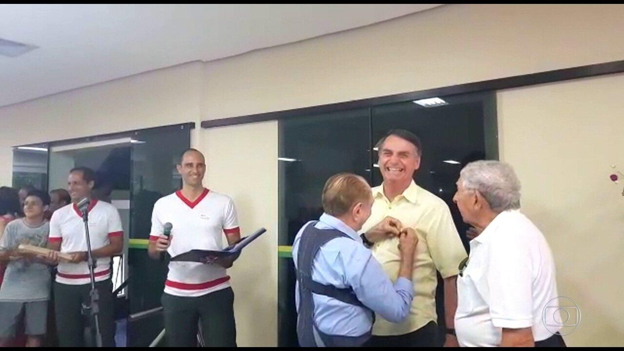 Bolsonaro passa dia no Rio e visita escola onde se formou em educação física