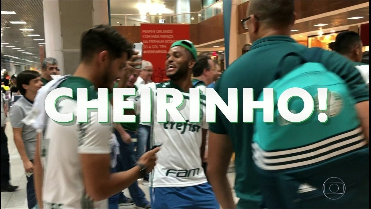 Elenco do Palmeiras brinca com Flamengo no aeroporto e mais zoeiras no clipe do campeão