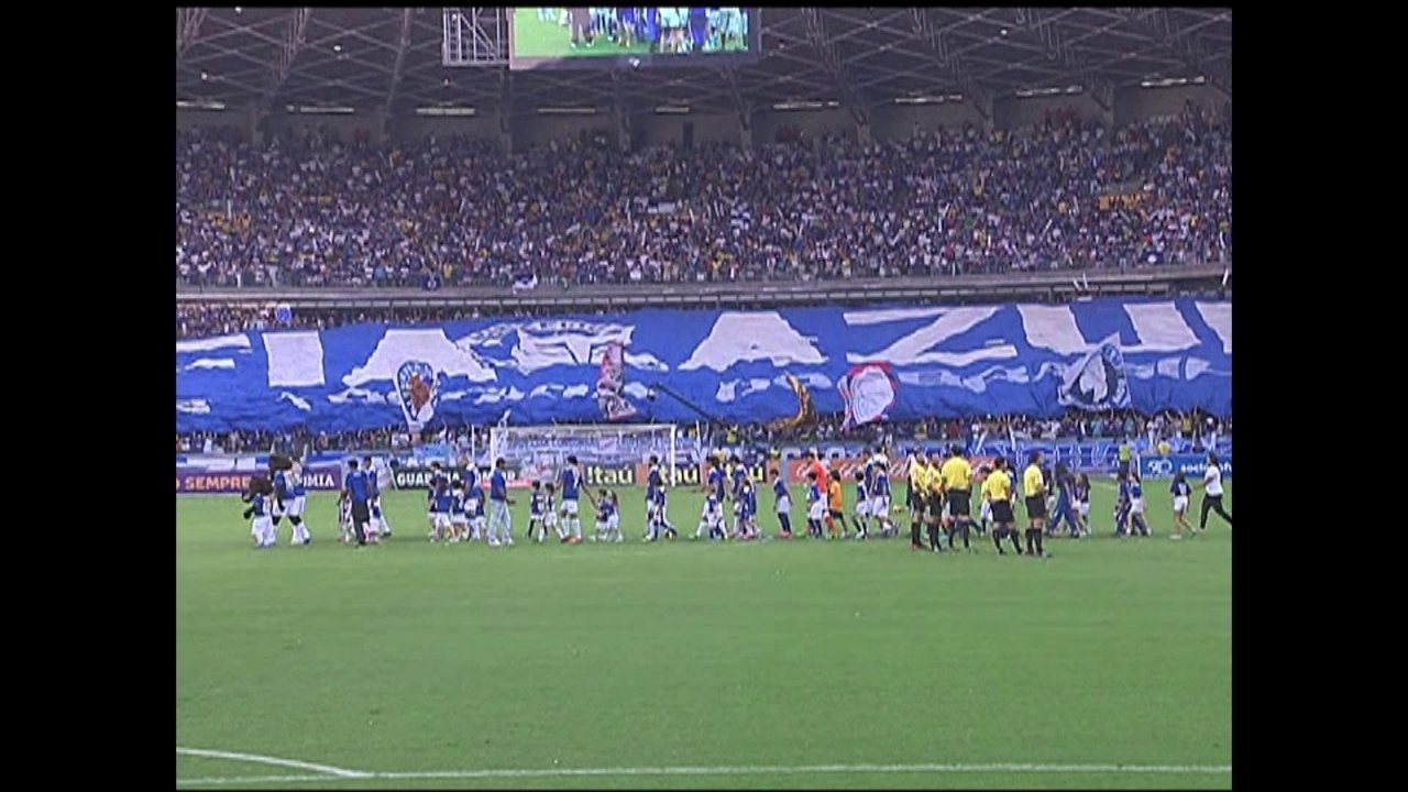 Em 2013, Cruzeiro vence o Atlético Mineiro por 4 a 1 no Mineirão