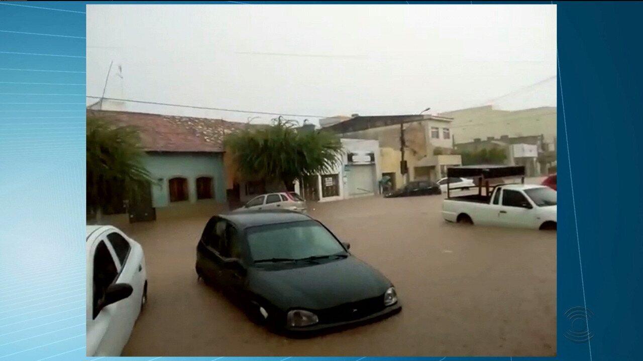 Parte do teto da UEPB de Monteiro caiu por causa da chuva
