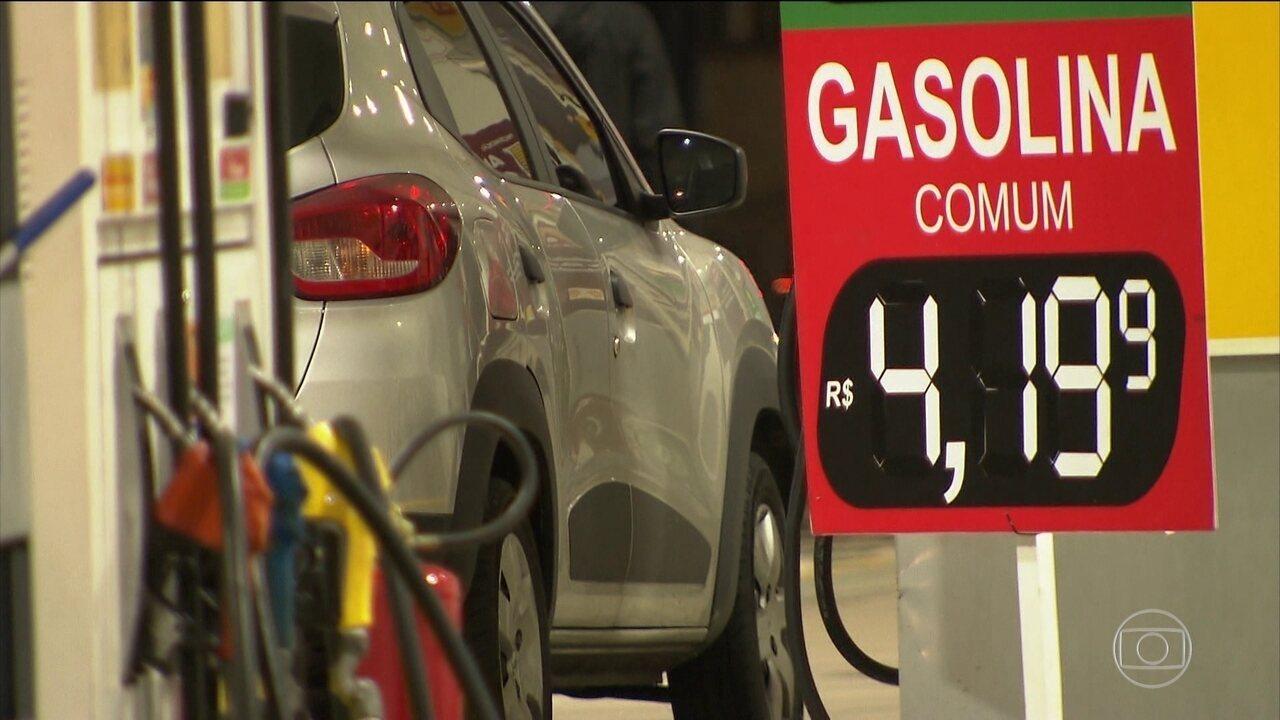 Distribuidoras de petróleo vão ter que explicar o porquê de não baixar o valor da gasolina