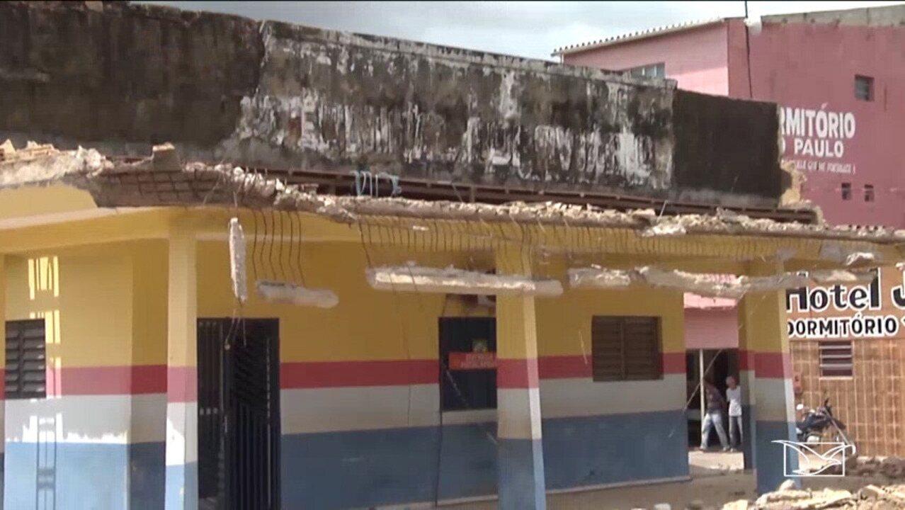 Teto de secretaria desaba e fere agente comunitário em Zé Doca