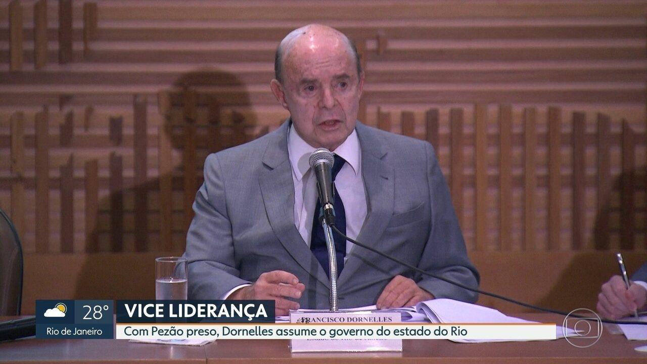 O vice governador, Francisco Dornelles, assumiu hoje o governo do Rio