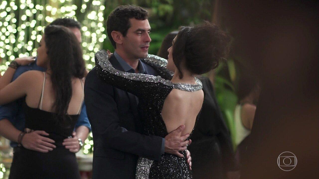 Mariane se insinua para Marcelo