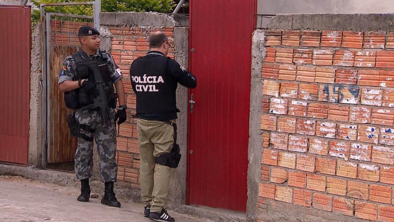 Polícia prende 14 pessoas em operação contra o tráfico de drogas de Porto Alegre