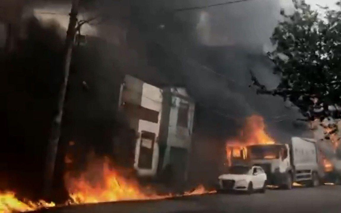 Vídeo mostra incêndio causado por queda de avião na Zona Norte de SP