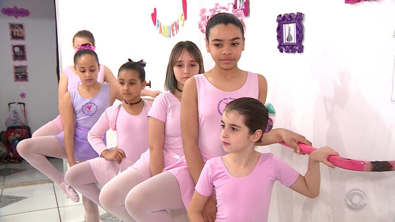 Bailarina gaúcha multiplica sonho e ensina dança no bairro Rubem Berta, em Porto Alegre