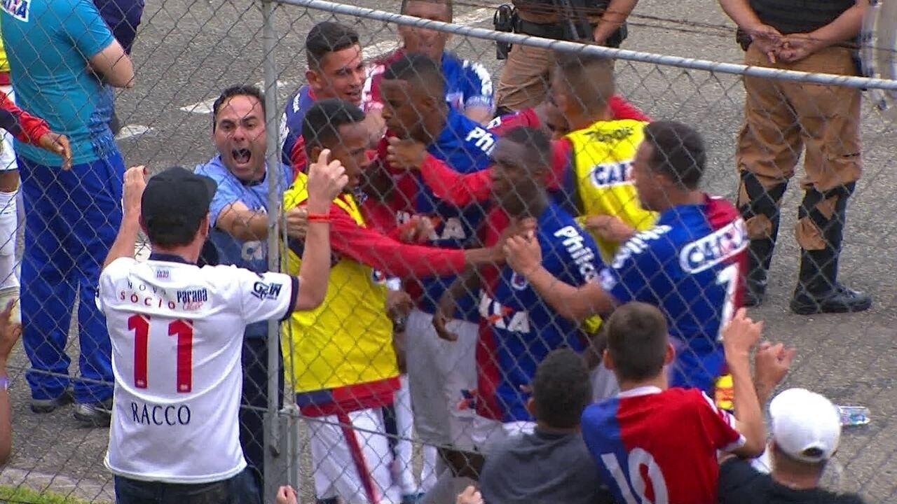 Gol do Paraná! Jhonny Lucas toca na saída de Lomba e empata aos 47 do 2º tempo