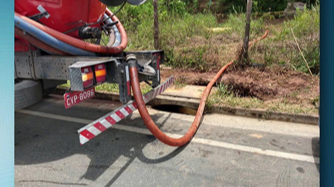 Desentupidora contratada para retirar óleo do Brejinho é multada, em Mogi das Cruzes