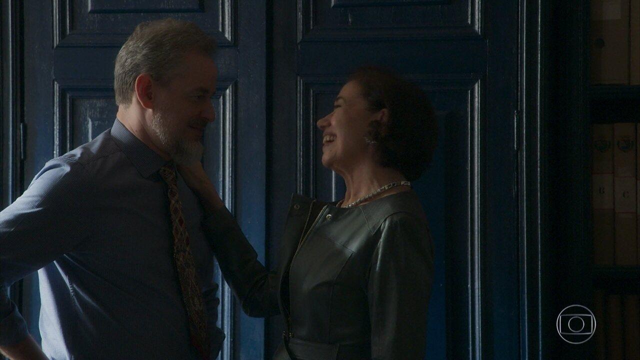 Eurico fica tentado pela proposta de Valentina