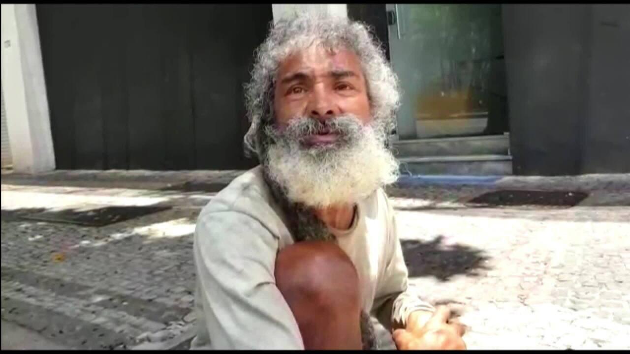 Morador de rua faz questão de pagar por refeições em Belo Horizonte