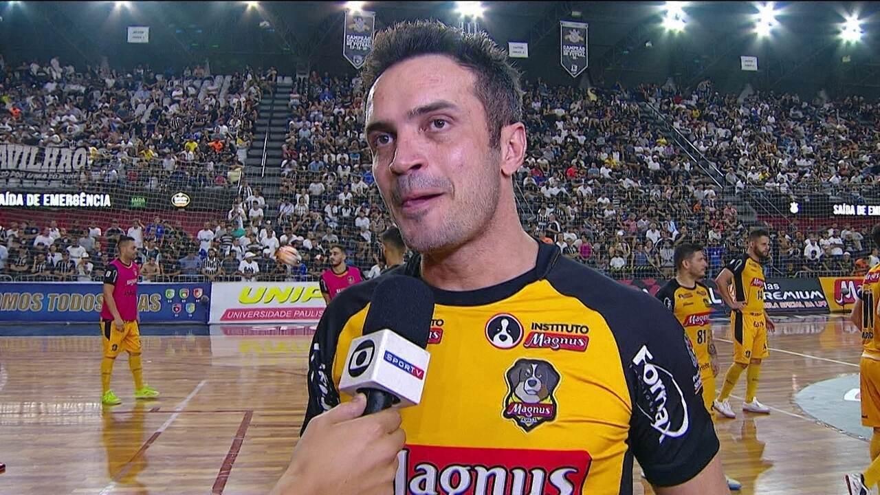 Falcão brinca com falta de árbitro na final do paulista de futsal: