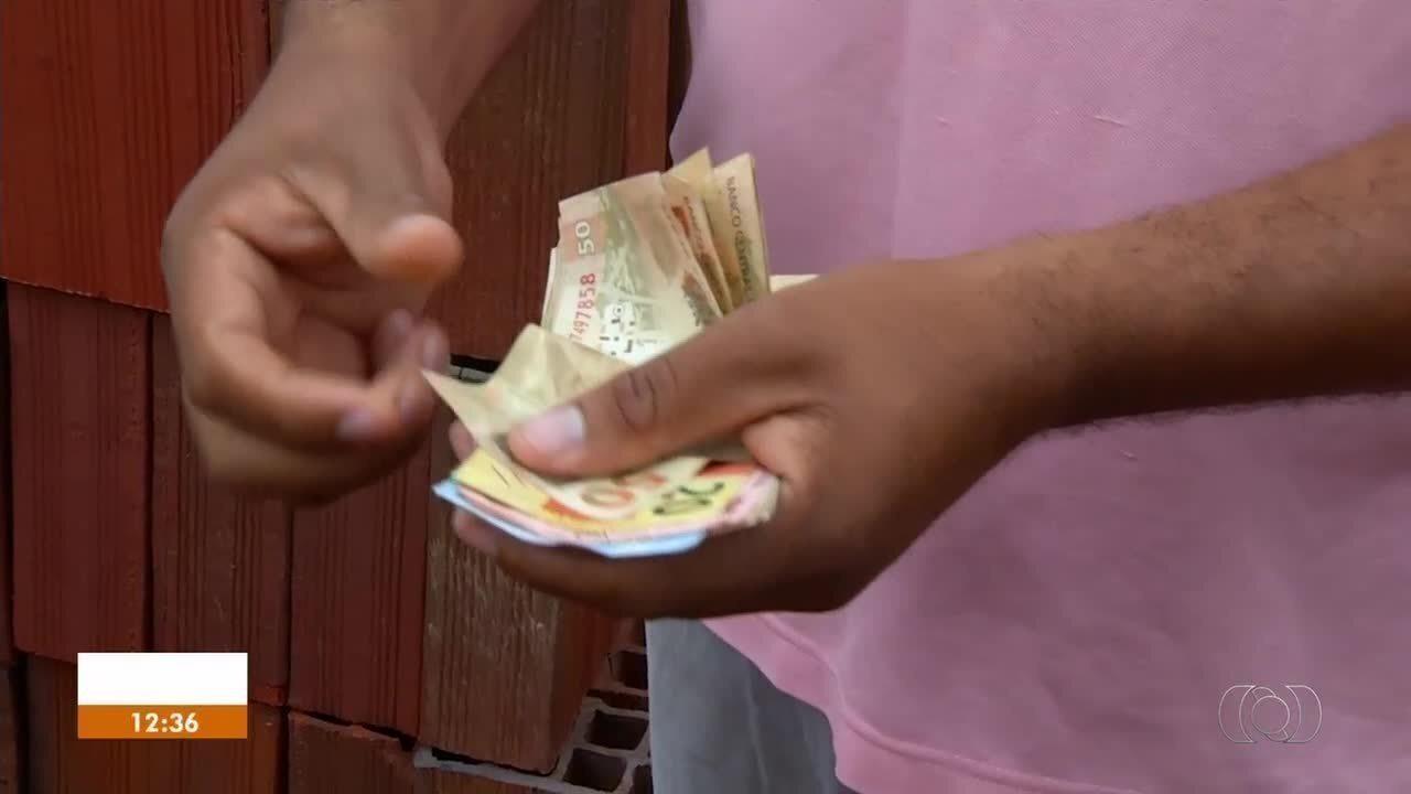 Exemplo de honestidade: homem faz vídeo para encontrar dono de carteira perdida em Palmas
