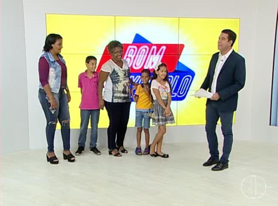 Bom Exemplo: Criança que pediu doação de alimentos para família recebe presentes ao vivo