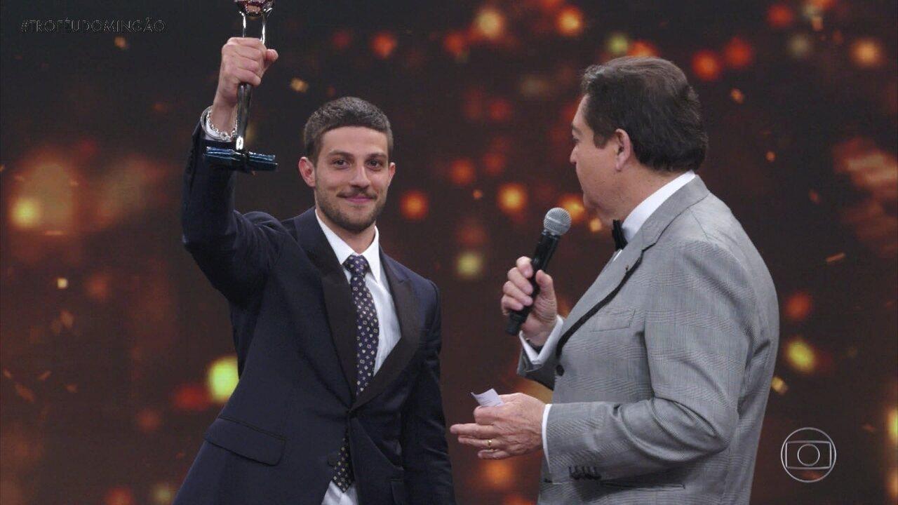 Chay Suede é o vencedor na categoria 'Ator Coadjuvante'