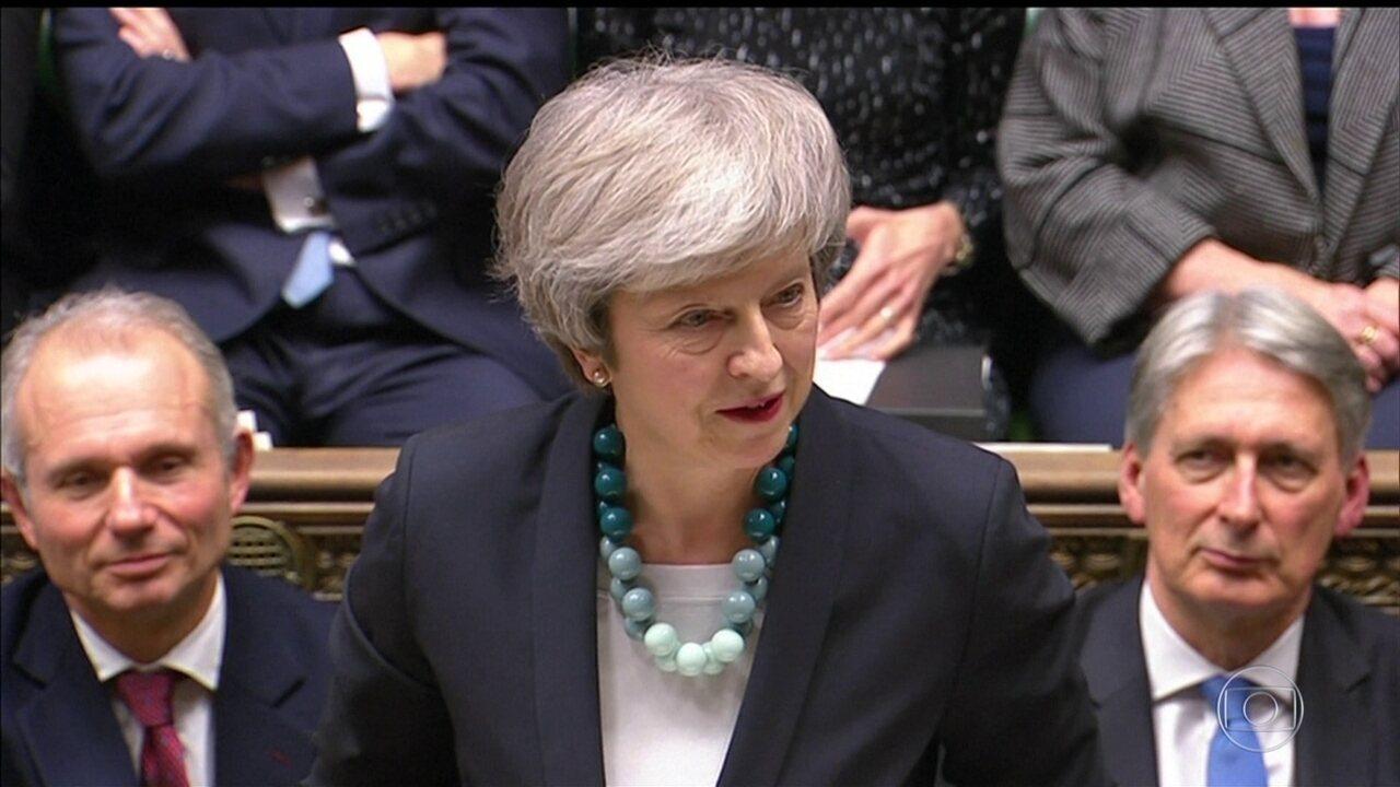 Primeira-ministra Britânica adia votação sobre o Brexit no Parlamento