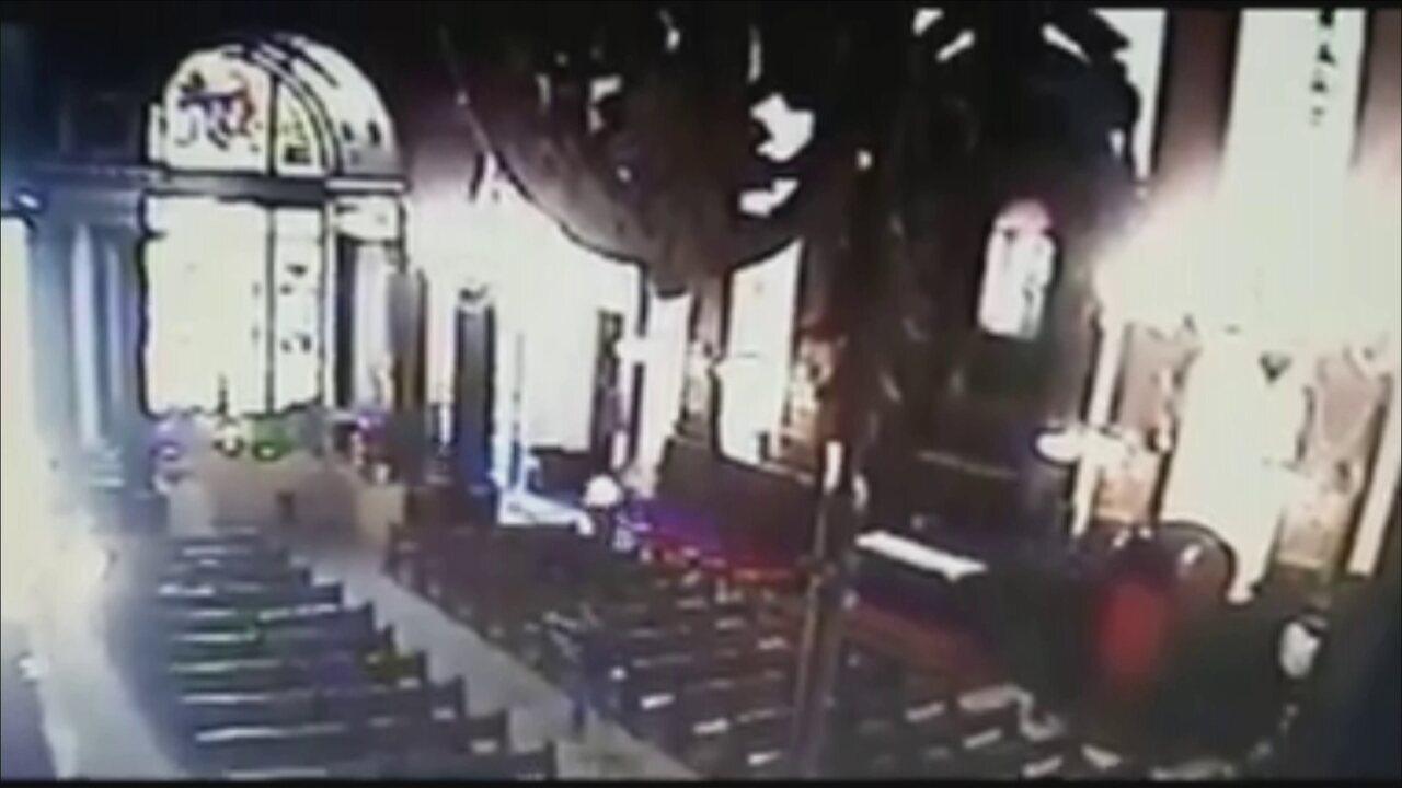 Homem abre fogo contra pessoas dentro de catedral em Campinas